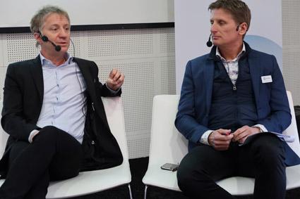Göran Grell och Fredrik Helgesson från RK Travel Group grillades i heta stolen. Foto: Paula Isaksson.