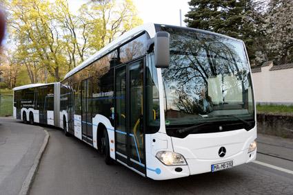 CapaCity L är lika smidig i trafiken som vanliga, 18-meters ledbussar. Foto: Ulo Maasing.