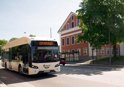 Från årsskiftet blir bussresorna i Härnösand avgiftsfria för barn och ungdomar. Vuxna betalar 50 kronor i månaden. Foto: Härnösands kommun.