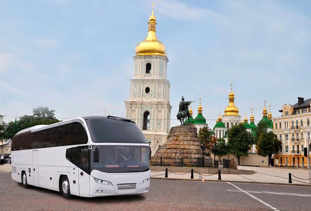 VIP:arna under Eurovision i KIev åker Neoplan Cityliner. Foto: MAN.