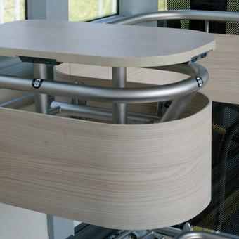 STåbord med USB-uttag i mitten av de treaxliga bussarna. Foto: Scania.