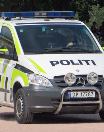 Norsk polis har stoppat en svensk turistbuss. Föraren är misstänkt för rattfylleri. Foto: Dickelbers/Wikimedia Commons.