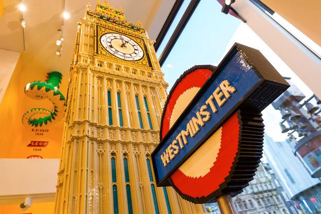 Transport for Londons anrika varumärke, här i Legoutförande. Foto: Transport for London.