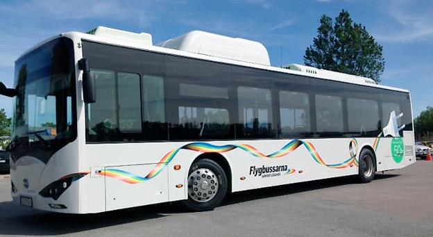 Under Almedalsveckan sätter Flygbussarna in en elbuss i trafiken mellan Visby flygplats och Visby. Foto: Transdev.