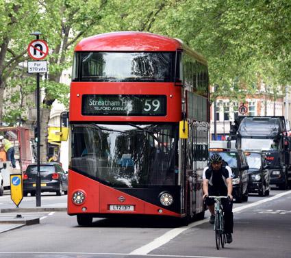 En satsning på buss, cyukel och gång ska minska bilresorna i London med tre miljoner om dagen, samtidigt som det totala resandet ökar med fem miljoner om dagen. Foto: Ulo Maasing.