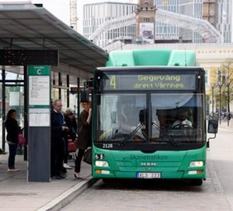 Nobina kör stadsbussarna i Malmö. Nu riskerar man mångmiljonvite för att inte ha gjort tillräckligt för att stoppa spill av olja och glykol. Foto: Ulo Maasing.