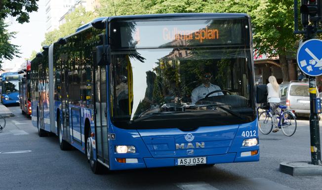 Förseningar i busstrafiken i Stockholms innerstad kostar samhället 1,5 miljarder om året, hävdaar Keolis. Foto: Ulo Maasing.