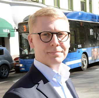 Trafiklandstingsrådet Kristoffer Tamsons(M) öppnar för en rejäl bussatsning i Storstockholm. Foto: Ulo Maasing.