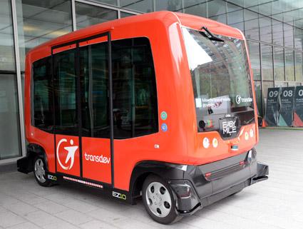 Transdev lanserar den första, efterfrågetyrda, förarlösa trafiken med småbussar på allmän väg. Foto: Ulo Maasing.
