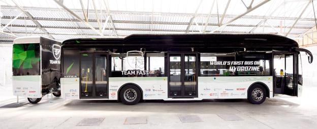 Världens första buss som drivs på myrsyra visades upp på den tekniska hjögskolan i Eindhoven på torsdagen.