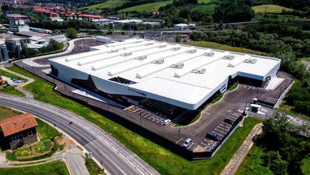 Den spanska busstillverkaren nIrizar storsatsar på elbussar. För sin produktion av elfordon har man byggt en helt ny, stor fabrik. Foto: Irizar.