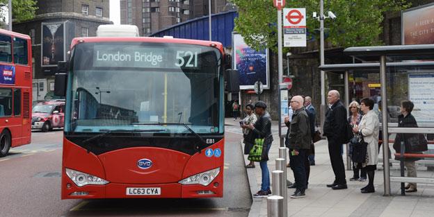 Kontaktlösa bankkort har blivit en succé i kollektivtrafiken i London. Foto: Ulo Maasing.