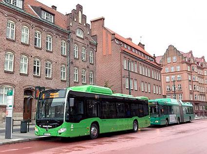 På måndagen sattes de första femton av 68 nya Mercedes stadsbussar i trafik i Malmö. Foto: Skånetrafiken.