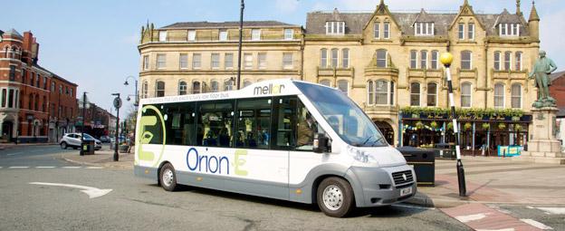 Premiär på Busworld i Kortrijk: Mellor´s Orion E, framhjulsdriven elbuss med genomgående lågt, plant golv. Här i vänstertrafikutförande.