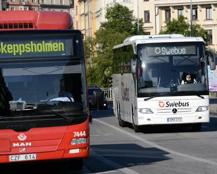 Rött är den tredje vanligaste färgen på svenska bussar medan vitt är den vanligaste. Foto: Ulo Maasing.