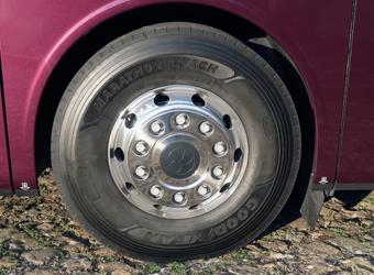 Nya EU-krav när det gäller däckbuller och rullmotstånd gäller för alla bussar och lastbilar som typgodkänns från den 1 november i år. Foto: Ulo Maasing.