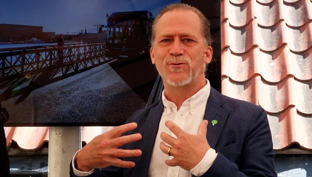 Stockholms trafikborgarråd Daniel Helldén: Låt bussarna kameraövervaka busskörfälten. Foto: Ulo Maasing.