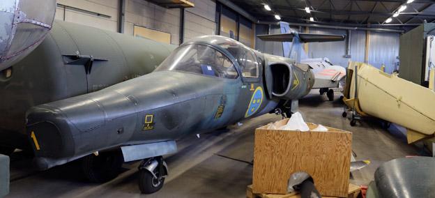I flyttagen. Flygv apenmuseum i Linköpiung får 30 nya, men gamla, flygplan. Foto: Flygvapenmuseum.