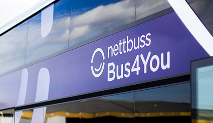 Bus4You stöttar Gatans Lag. Bild:Nettbuss Travel.