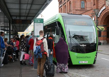 Från nästa år ska skolungdomar från årskurs 6 kunna åka avgiftsfritt i kollektivtrafiken under sommarlovet. Foto: Ulo Maasing.