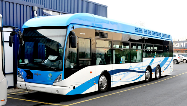 En verklig utflyktsbuss. Foto: Jan Oosterhuis/Wikimedia Commons.