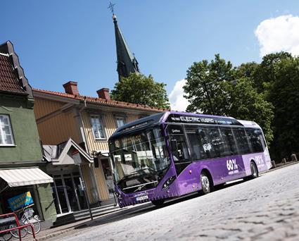 Volvo har hittills sålt mer än 3500 hybridbussar, elhybridbussar och elbussar. Bilden visar en av de nya elhybridbussarna i ärnamo. Foto: Volvo Bussaar.