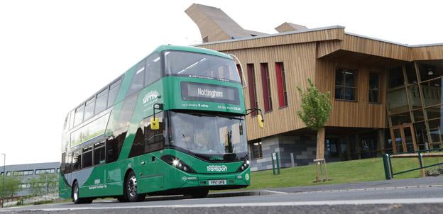 Nottingham ska få världens största flotta  av dubbeldäckade biogasbussar. Foto: Scania.