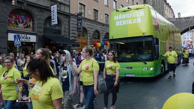 Nobina deltog i paraden med en specialstripad dubbeldäckare som normalt går i Norrtäljetrafiken.