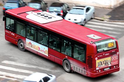 En buss i Rom som både existerar och har en förare bakom ratten. Foto:  Alessandro Ambrosetti/Wikimedia Commons.