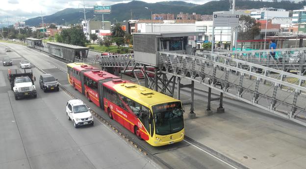 Nu satsar Colombias huvudstad Bogota på en utveckling av sitt världsberömda BRT-system Transmilenio. Foto: Wikimedia Commons/EEIM.