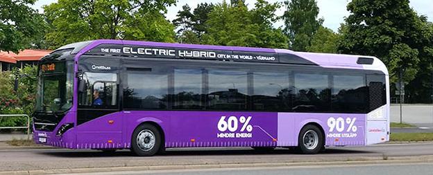 Den 2 september elektrifieras stadstrafiken i Värnamo med lila elhybridbussar från Volvo. Foto: Värnamo kommun.