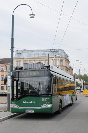 Såväl landets enda trådbusslinje som biogasbussarna kan komma att försvinna från stadstrafiken i Landskrona. Foto: Ulo Maasing.