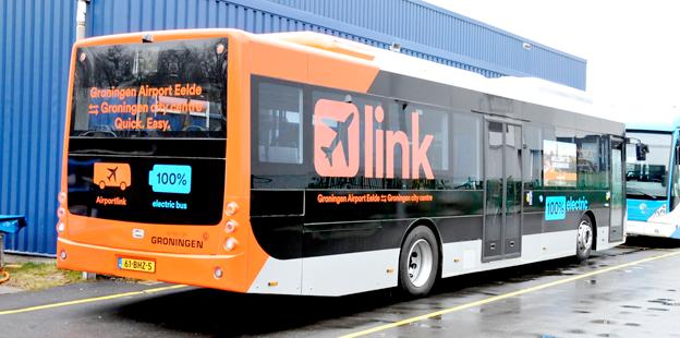 En Ebusco eldriven flygbuss i trafik för Qbuzz i holländska Groningen. Foto: Jan Oosterhuis/Wikimedia Commons.