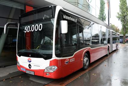 Mercedes-Benz har nu tillverkat 50 000 Citaro i olika versioner. Jubileumsbussen är en CapaCity till Wien. Foto: Ulo MAasing.