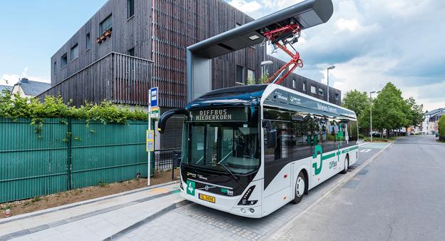Volvos elbussar rullar i Differdange i Luxemburg sedan i början av sommaren. Nu har Volvo fått sin hittills största elbussorder. Foto: Volvo Bussar.