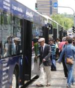 Ett gemensamt biljett- och betalsystem planeras i Tyskland. Det ska göra det lättare för resenärerna, som här i Wiesbaden. Foto: Ulo Maasing.