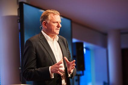 Andreas Renschler, vd för Volkswagen Truck & Bus:  Nästa år kommer elbussar från MAN och Scania att vara i trafik i flera europeiska storstäder.
