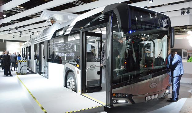Polska Solaris visar på Busworld sin stadsbuss Urbino som 18-meters, helt elektrisk ledbuss. Foto: Ulo Maasing.