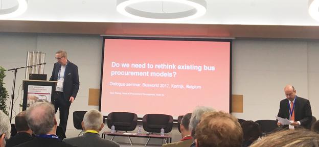 Kommer den tekniska utvecklingen att göra det lämpligt att trafikhuvudmännen i framtiden äger bussarna? Frågan ställdes på UITP:s busskonferens på Busworld på tisdagen.