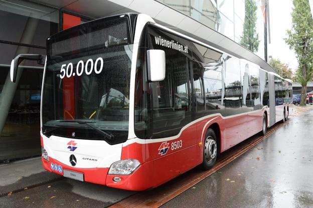 Under det tredje kvartalet lervererade Daimler Buses bland annat sin 50 000:e Mercedes-Benz Citaro, en CapaCity till Wiener Linien. Foto: Ulo Maasing.