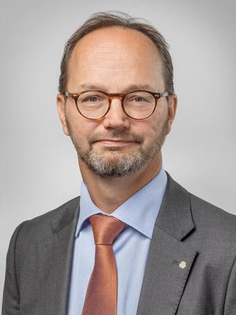 Infrastrukturminister Tomas Eneroth vill vässa kraven på vinterdäck för bland annat tunga bussar. Foto: Jan Lipka/Regeringskansliet.