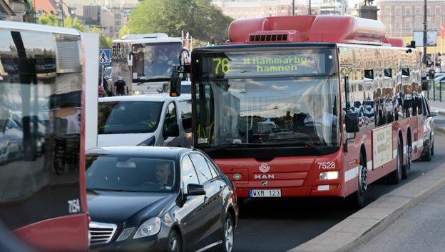Framkomlighetsproblemen är stora även frö SL-trafiken. Bristande framkomlighet för innerstadsbussarna i Stockholm kostar 1,5 miljarder om året enligt Keolis. Foto: Ulo Maasing.