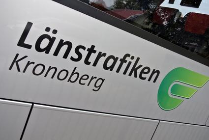 Att hålla busskurer fria från avföring och urin är inget för Länstrafiken Kronoberg. Bild: Ulo Maasing.