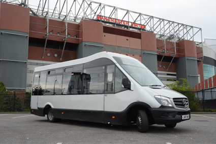 På klassisk fotbollsmark utanför Manchester Uniteds hemmaarena Old Trafford. Mellor Strata är byggd på Mercedes Sprinter men med en 2,3 meter bred kaross…