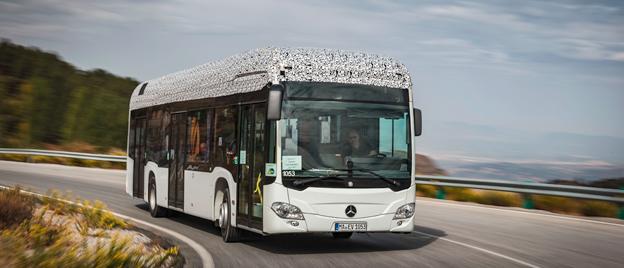 Mercedes-Benz storsäljande stadsbuss Citaro går just nu igenom omfattande tester innan serieproduktionen staartar mot senare delen av nästa år. Bussen har testats såväl norr om Polcirkeln och i sommarhettan i Sierra Nevada, Spanien. Foto: Daimler Buses.