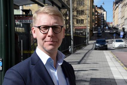 Trafiklandstingsrådet Kristoffer TamsonsM): Dags att ta ett stort steg mot elbussar. Foto: Ulo Maasing.