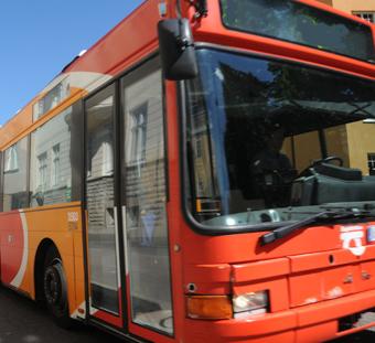 En bussföarare i Motala står åtalad för att ha fifflat till sig närmare en halv miljon. Foto: Ulo Maasing.