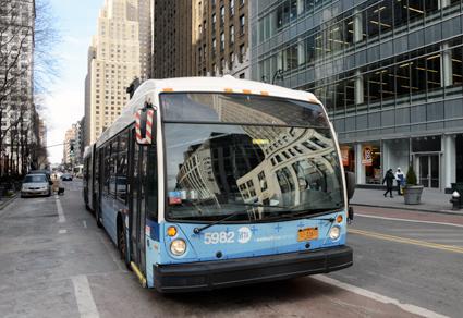 New York följer i Londons fotspår och inför blixtsnabba köp av biljetter ombord på bussar. Foto: Ulo Maasing.