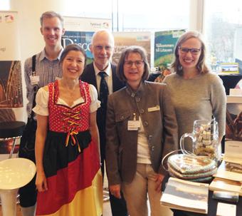 Kvintett som vill locka till resor till Tyskland: Från vänster: Gustav Svärd och Iris Müller från Tyska Turistbyrån, Jürgen Wenderhold, Bremen, Birgit Neuner, Garmisch-Partenkirchen och Johanna Nic kel, Tyska Turistbyrån.