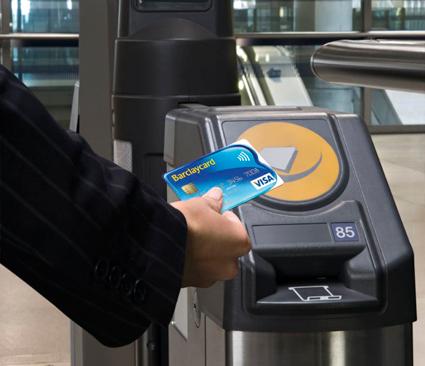 Kontokortsföretaget Visa satsar nu globalt på kontaktlösa kortbetalningar i kollektivtrafiken. Foto: Visa.